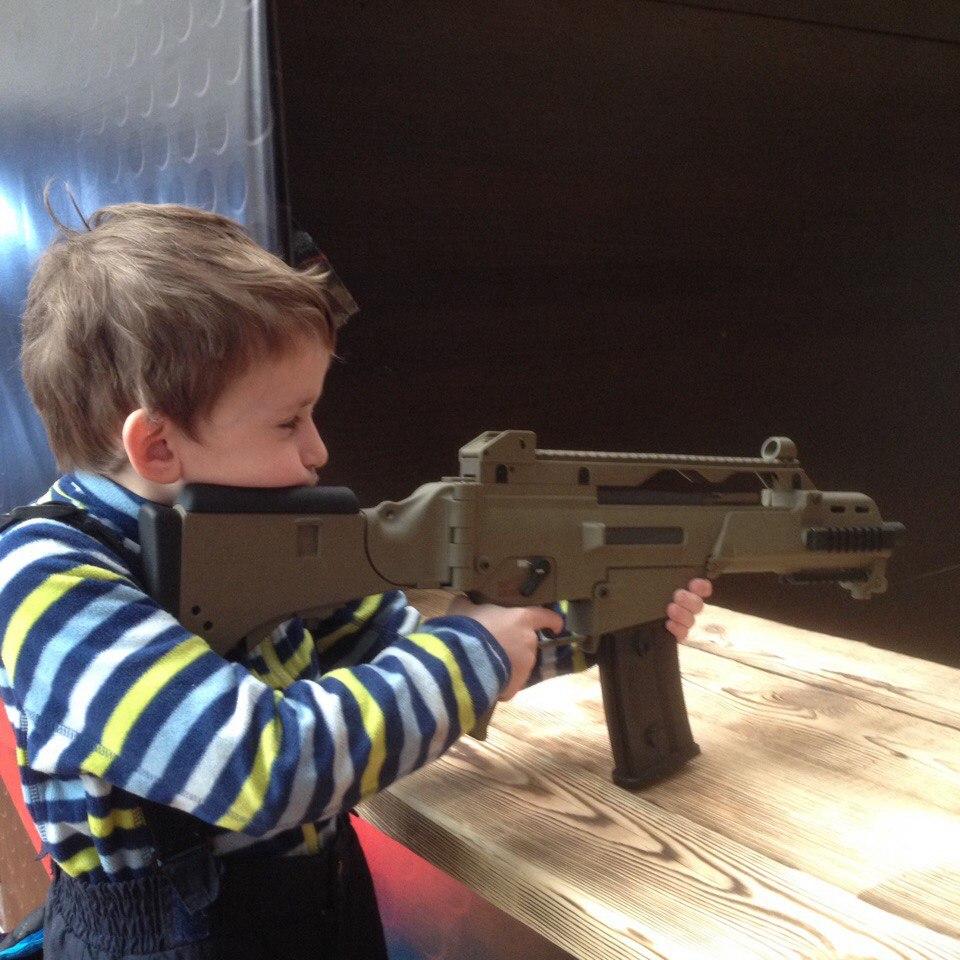 отличный день рождения учимся стрелять